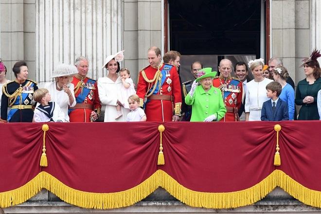 Τα κρυφά μηνύματα στα ρούχα και το στιλ της βασιλικής οικογένειας