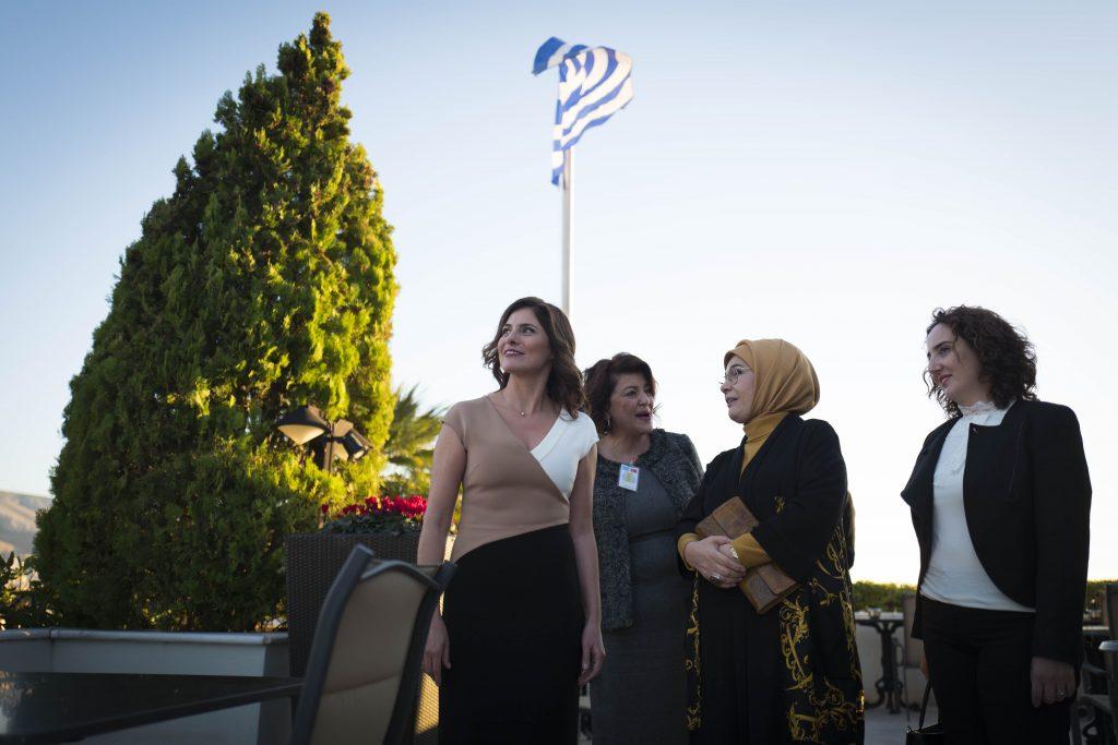 Για τσάι στην Πόλη: Η επιμονή Ερντογάν για την Μπέτυ Μπαζιάνα, η Εμινέ και η ξενάγηση στο παλάτι