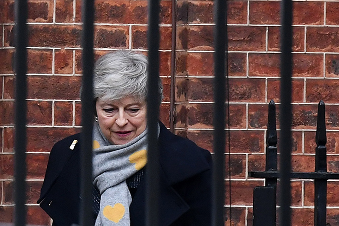 epa07345298 British Prime Minister Theresa May departs 10 Downing Street following a cabinet meeting in London, Britain, 05 February 2019. British Prime Minister Theresa May is to travel to Belfast in Northern Ireland later today. She also is to meet with European Commission president Jean-Claude Juncker on 07 February to discuss Brexit and related issues.  EPA/ANDY RAIN