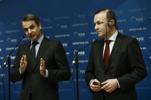 Ο πρόεδρος της ΝΔ, Κυριάκος Μητσοτάκης (A) μιλάει δίπλα στον Ευρωβουλευτή και πρόεδρο της Κ.Ο. του ΕΛΚ στο Ευρωπαϊκό Κοινοβούλιο, Manfred WEBER (Δ), κατά τη διάρκεια συνέντευξης τύπου, στην συνεδρίαση του προεδρείου της Κοινοβουλευτικής Ομάδας του ΕΛΚ, στην Αθήνα, Πέμπτη 7 Φεβρουαρίου 2019. ΑΠΕ-ΜΠΕ/ΑΠΕ-ΜΠΕ/ΓΙΑΝΝΗΣ ΚΟΛΕΣΙΔΗΣ