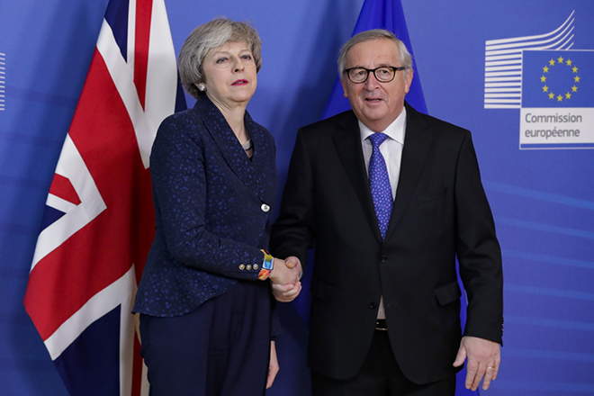 epa07349632 British Prime Minister Theresa May (L) is welcomed by European commission President Jean-Claude Juncker (R) ahead to a meeting on Brexit in Brussels, Belgium, 07 February 2019. May is in Brussels to discuss Brexit and related issues.  EPA/STEPHANIE LECOCQ