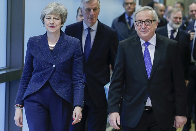 epa07349631 British Prime Minister Theresa May (L) walks together with European commission President Jean-Claude Juncker (R) to a meeting on Brexit in Brussels, Belgium, 07 February 2019. May is in Brussels to discuss Brexit and related issues.  EPA/STEPHANIE LECOCQ