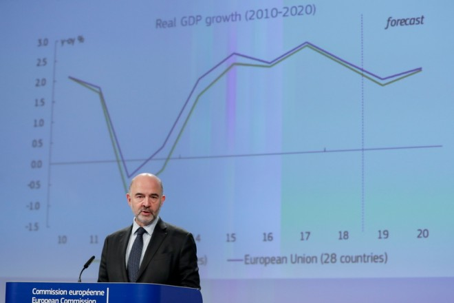 epa07349642 European Commissioner for Economic and Financial Affairs Pierre Moscovici speaks during a press conference on the Winter 2019 Economic Forecast at the European Commission in Brussels, Belgium, 07 February 2019.  EPA/STEPHANIE LECOCQ