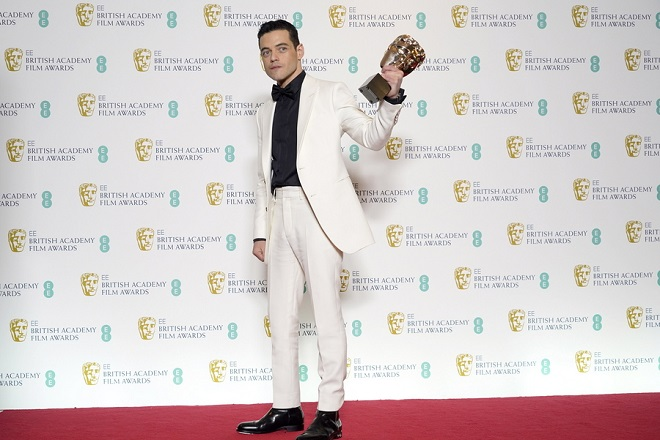 epa07360717 Rami Malek, winner of Best Actor for the film 'Bohemian Rhapsody' poses in the press room during the 72nd annual British Academy Film Awards at the Royal Albert Hall in London, Britain, 10 February 2019. The ceremony is hosted by the British Academy of Film and Television Arts (BAFTA).  EPA/NIK HALLEN