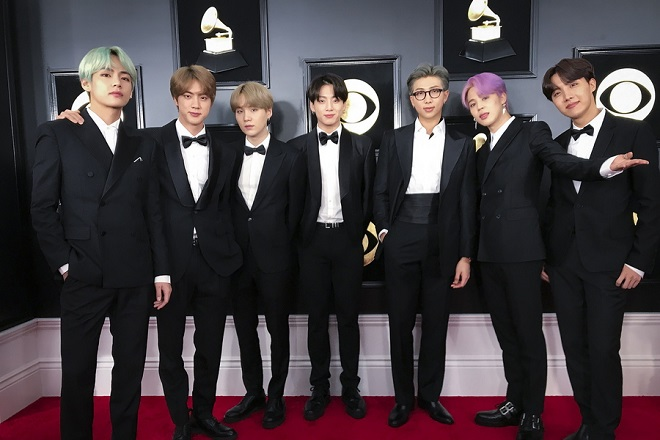 epa07361092 The band BTS arrive for the 61st annual Grammy Awards ceremony at the Staples Center in Los Angeles, California, USA, 10 February 2019.  EPA/YONHAP SOUTH KOREA OUT
