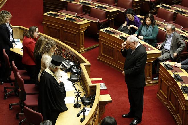 Βουλευτής πλέον ο Τέρενς Κουίκ: «Θα ψηφίζω κατά συνείδηση»
