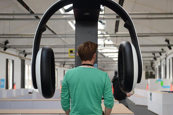 Η κακή καθημερινή συνήθεια των νέων που απειλεί σοβαρά την ακοή τους