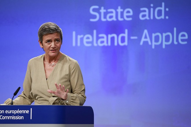 epa06243755 European Commissioner for Competition Margrethe Vestager gives a press conference in Brussels, Belgium, 04 October 2017. The European Commission has decided to refer Ireland to the European Court of Justice for failing to recover from Apple illegal State aid worth up to 13 billion Euros, as required by a Commission decision. The Commission decision of 30 August 2016 concluded that Ireland's tax benefits to Apple were illegal under EU State aid rules.  EPA/OLIVIER HOSLET