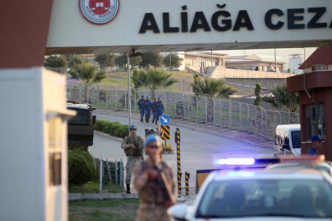 epa07087410 Turkish soldiers secure the area in front of the Aliaga Prison Court  in Izmir, Turkey, 12 October 2018. Brunson's next trial will be held at Aliaga Prison Court on 12 October and he has been in custody for two years under terror and espionage charges. The US has announced on 01 August 2018 it will impose sanctions on Turkish Justice Minister Abdulhamit and Turkish Minister of the Interior Suleyman Soylu over the arrest and detention of US pastor Andrew Brunson.  EPA/ERDEM SAHIN