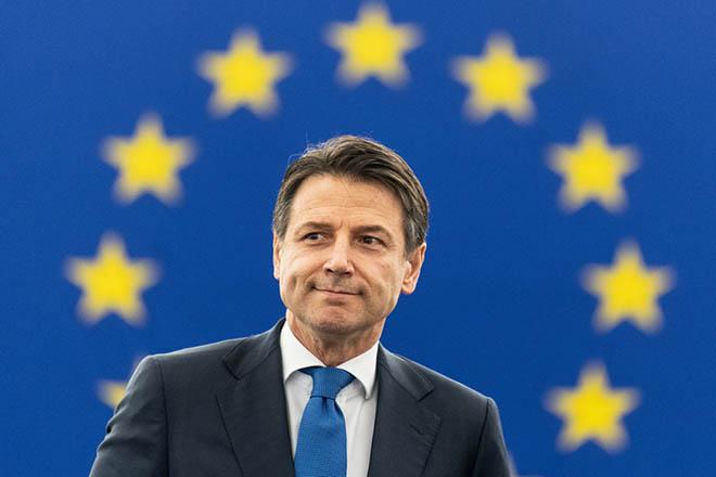 «Μαλακώνει» τον «ανένδοτο» απέναντι στους δημοσιονομικούς κανόνες της ΕΕ η Ρώμη;