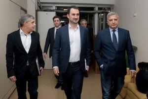 Ο υπουργός Εσωτερικών Αλέξης Χαρίτσης  (2Δ) , ο αναπληρωτής υπουργός Οικονομικών Γιώργος  Χουλιαράκης (2Α) , o πρόεδρος της ΚΕΔΕ Γιώργος Πατούλης  (Δ) και ο πρόεδρος της ΕΝΠΕ Κώστας Αγοραστός (Α) συνομιλούν στο υπουργειο Εσωτερικών , Τρίτη 12 Φεβρουαρίου 2019. Ο υπουργός Εσωτερικών Αλέξης Χαρίτσης και ο αναπληρωτής υπουργός Οικονομικών Γιώργος Χουλιαράκης συναντήθηκαν με τα προεδρεία της Ένωσης Περιφερειών Ελλάδας (ΕΝΠΕ)  και την Κεντρικής Ένωσης Δήμων Ελλάδος (ΚΕΔΕ) στο Υπουργείο Εσωτερικών με αντικείμενο της συνάντησης την απόφαση του Υπουργείου Οικονομικών για την υποχρεωτική μεταφορά των ταμειακών διαθεσίμων των Φορέων Γενικής Κυβέρνησης στην Τράπεζα της Ελλάδας. ΑΠΕ-ΜΠΕ/ΑΠΕ-ΜΠΕ/Παντελής Σαίτας