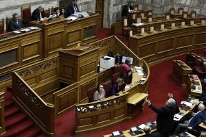 Ο βουλευτής της ΝΔ, Κωνσταντίνος Τζαβάρας (Δ), μιλάει κατά τη διάρκεια συζήτησης για την Συνταγματική Αναθεώρηση, στη Βουλή, Αθήνα, Τετάρτη 13 Φεβρουαρίου 2019.  ΑΠΕ-ΜΠΕ/ΑΠΕ-ΜΠΕ/ΓΙΑΝΝΗΣ ΚΟΛΕΣΙΔΗΣ