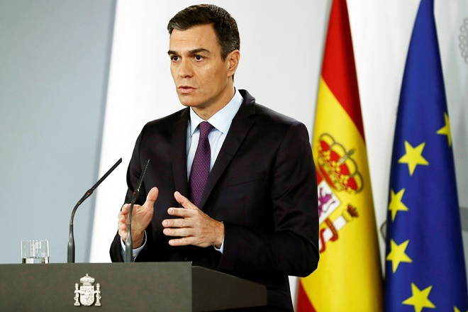 epa07342116 Spanish Prime Minister Pedro Sanchez speaks during a press conference at La Moncloa Palace, in Madrid, Spain, 04 February 2019. Sanchez announced that his government officially recognizes Juan Guaido, the Venezuelan National Assembly's Speaker, as 'President in charge' of Venezuela. Sanchez also demanded a 'free, democratic' election with 'guarantees without exclusions' in Venezuela.  EPA/SEBASTIAN MARISCAL