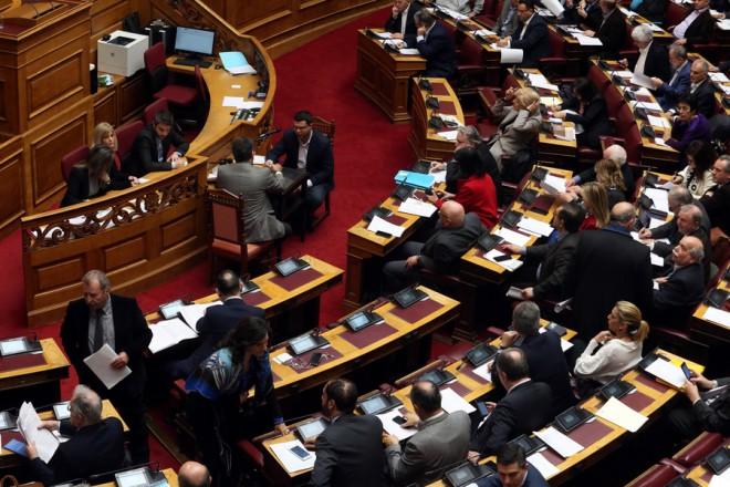Ψηφοδέλτια με τα προς αναθεώρηση άρθρα στα έδρανα των βουλευτών, στην Ολομέλεια της Βουλής, στην ψηφοφορία στην ολοκλήρωση της συζήτησης για την αναθεώρηση του Συντάγματος, Πέμπτη 14 Φεβρουαρίου 2019. ΑΠΕ-ΜΠΕ/ΑΠΕ-ΜΠΕ/Αλέξανδρος Μπελτές