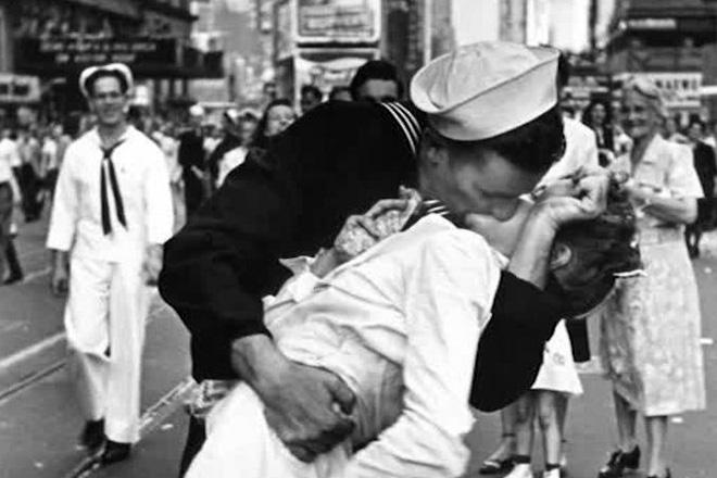 150813155747-vj-day-sailor-kiss-orig-nws-00001408-exlarge-169