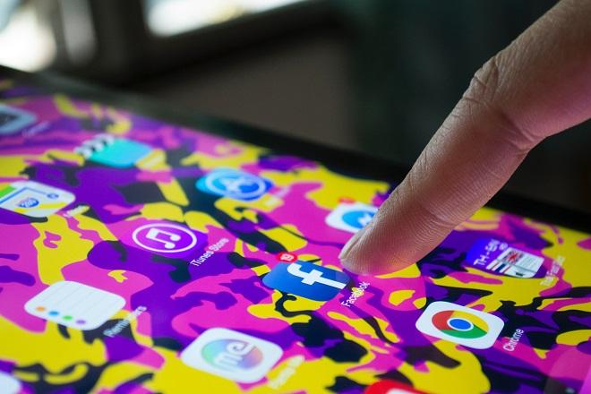 Βρετανία: «Ψηφιακός γκάνγκστερ» το Facebook