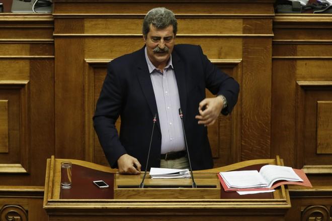 Ο αναπληρωτής υπουργός Υγείας Παύλος Πολάκης μιλάει από το βήμα της Ολομέλειας κατά τη διάρκεια συζήτησης και απόφασης επί πορίσματος Προανακριτικής της Novartis, στην Βουλή, Αθήνα Παρασκευή 18 Μαΐου 2018.  ΑΠΕ-ΜΠΕ/ΑΠΕ-ΜΠΕ/ΑΛΕΞΑΝΔΡΟΣ ΒΛΑΧΟΣ