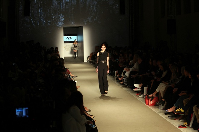 Μοντέλο περπατά με ρούχο του Μάκη Τσέλιου, στην φετινή Athens Xclusive Designers Week, στο Ζάππειο, Πέμπτη 29 Μαρτίου 2018. ΑΠΕ-ΜΠΕ/ΑΠΕ-ΜΠΕ/Αλέξανδρος Μπελτές