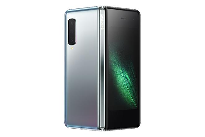 Τεχνολογική «επανάσταση» από τη Samsung με το νέο, αναδιπλούμενο smartphone