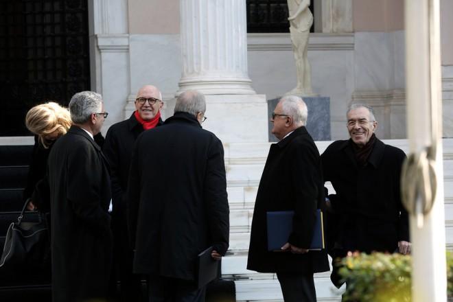 Μέλη του προεδρείου της  Ένωσης Ελληνικών Τραπεζών εξέρχονται από το Μέγαρο Μαξίμου μετά τη συνάντησή τους με τον πρωθυπουργό Αλέξη Τσίπρα, Αθήνα, Παρασκευή 28 Δεκεμβρίου 2018. ΑΠΕ-ΜΠΕ/ΑΠΕ-ΜΠΕ/ΣΥΜΕΛΑ ΠΑΝΤΖΑΡΤΖΗ