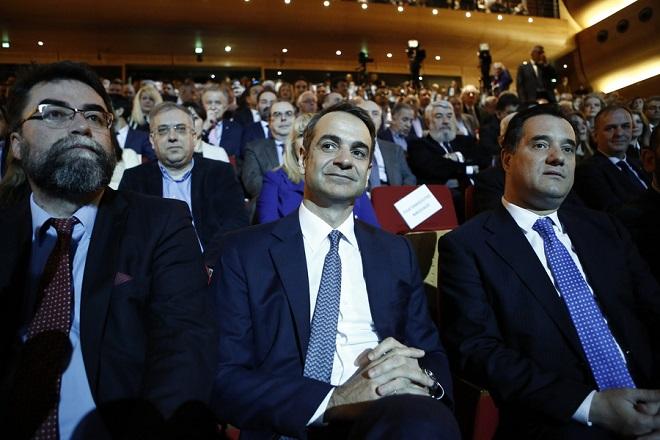 Ο πρόεδρος της ΝΔ, Κυριάκος Μητσοτάκης (Κ), ο τομεάρχης για την υγεία Βασίλης Οικονόμου (Α) και ο αντιπρόεδρος του κόμματος Άδωνις Γεωργιάδης (Δ), παρευρίσκονται στην εκδήλωση για την παρουσίαση του προγράμματος του κόμματος για την υγεία, στο Κέντρο Πολιτισμού Ελληνικός Κόσμος, Σάββατο 23 Φεβρουαρίου 2019.   ΑΠΕ-ΜΠΕ/ΑΠΕ-ΜΠΕ/ΓΙΑΝΝΗΣ ΚΟΛΕΣΙΔΗΣ