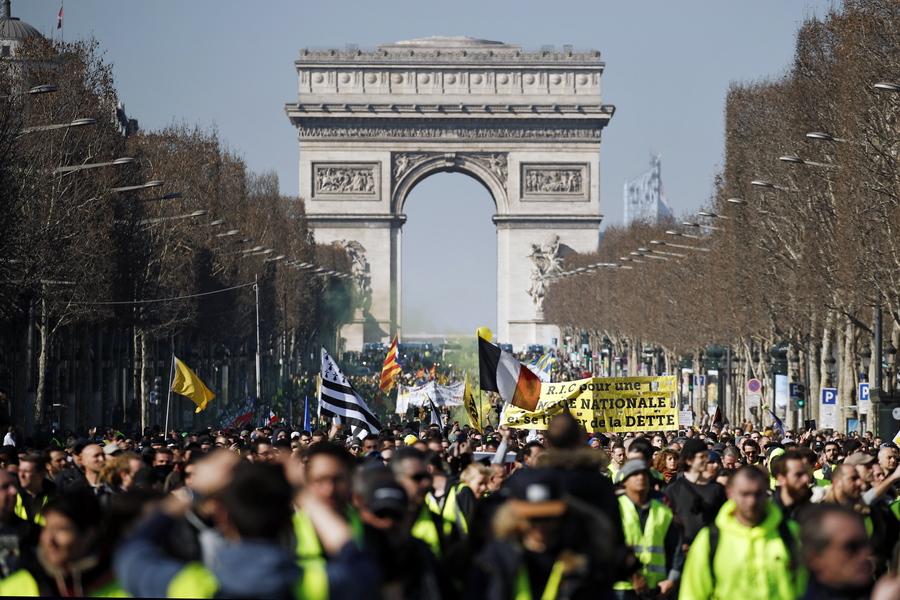 «Κίτρινα Γιλέκα»: Πέντε συγκεντρώσεις στο Παρίσι- Διακόπηκε η κυκλοφορία