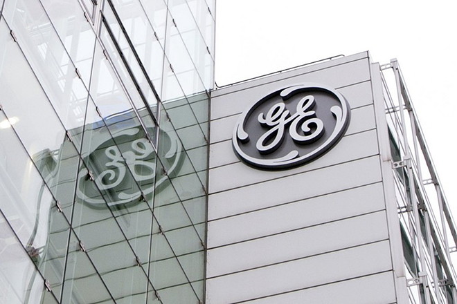 epa06327012 A file photo dated 13 January 2016 showing an exterior view on the General Electric (GE) offices in Baden, Switzerland. GE, a global technology-, service- and finance-company that employs some 300.000 people in more than 100 countries, on 13 November 2017 said it's Board of Directors would set the quarterly divident at 0.12 USD per outstanding share, a move that represents a 50 per cent reduction of current quarterly dividend of 0.24 USD. Media reports state GE may also be considering the selling of parts of its businesses, some of them having been part of GE operations since the 19th century.  EPA/URS FLUEELER