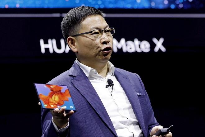 Όλα όσα πρέπει να ξέρετε για το αναδιπλούμενο κινητό της Huawei (Βίντεο)