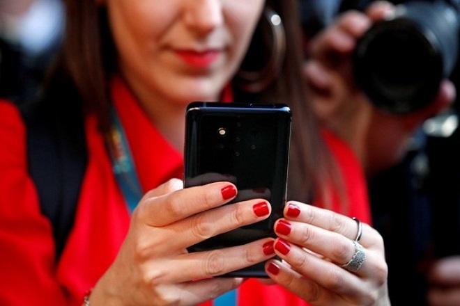 Αυτό είναι το νέο «έξυπνο» κινητό τηλέφωνο της Nokia με τις πέντε κάμερες (Βίντεο)