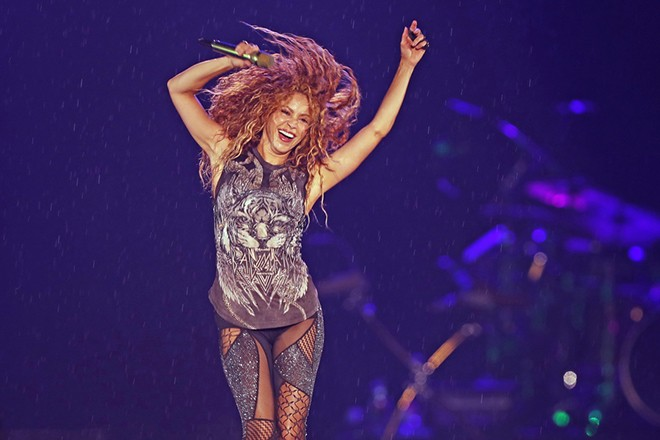 epa07087294 Colombian singer Shakira performs during a concert as part of her 'El Dorado World Tour', at the Azteca Stadium in Mexico City, Mexico, 11 October 2018.  EPA/JORGE NUNEZ