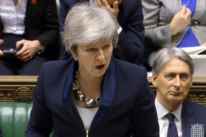 Μέι: Brexit χωρίς συμφωνία μόνο εάν το εγκρίνει η βουλή
