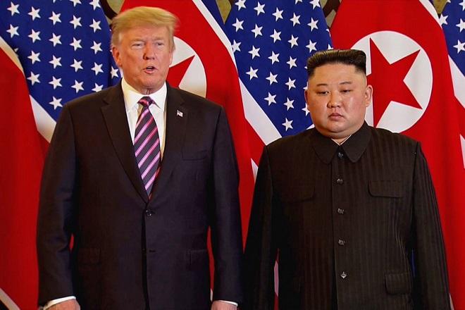 Οι πρώτες εικόνες της συνάντησης Ντόναλντ Τραμπ και Κιμ Γιονγκ Ουν (Φωτογραφίες-Βίντεο)