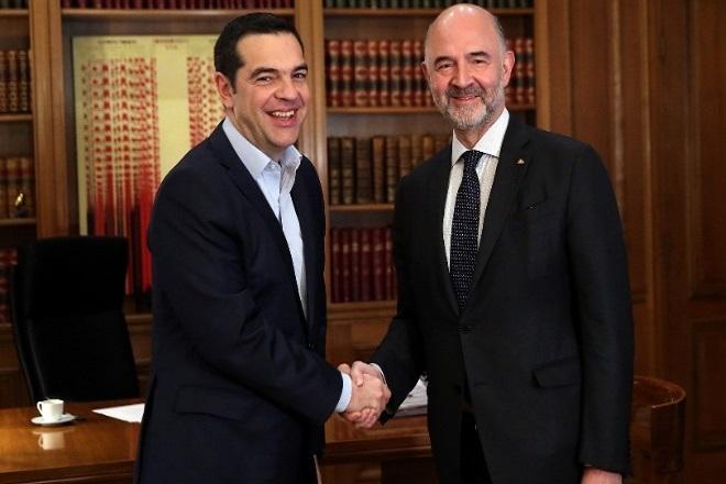 Μοσκοβισί: «Η Ελλάδα στέκεται στα δυο της πόδια αλλά πρέπει να γίνουν κι άλλα»