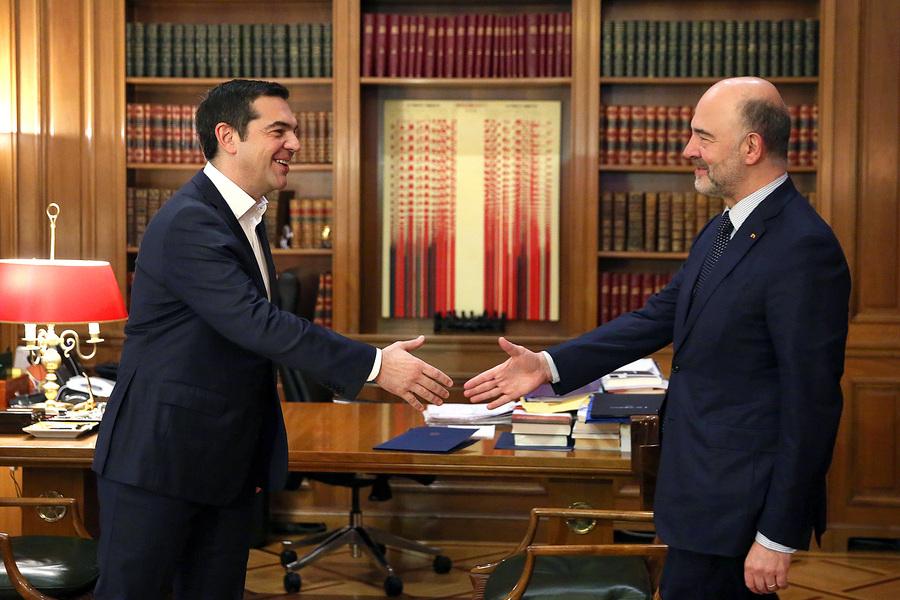 Ο πρωθυπουργός Αλέξης Τσίπρας(Α)  υποδέχεται τον επίτροπο Οικονομικών Υποθέσεων της Ευρωπαϊκής Επιτροπής, Πιέρ Μοσκοβισί(Δ) κατά τη διάρκεια συνάντησής τους στο Μέγαρο Μαξίμου,  Αθήνα, Πέμπτη 28 Φεβρουαρίου 2019. ΑΠΕ-ΜΠΕ/ΑΠΕ-ΜΠΕ/ΟΡΕΣΤΗΣ ΠΑΝΑΓΙΩΤΟΥ