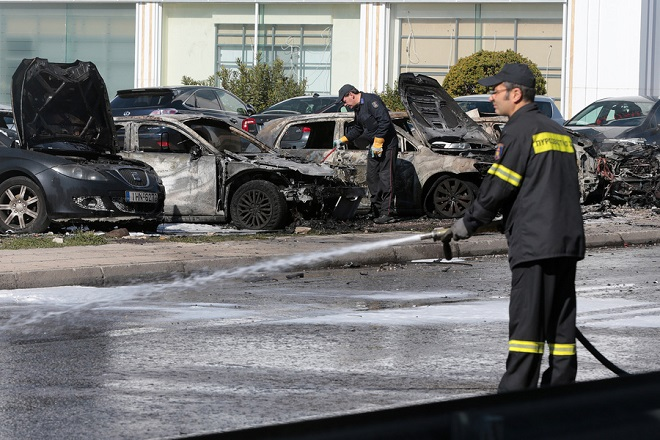 Έκρηξη σε παρκινγκ στη Λ. Βουλιαγμένης- Εντοπίστηκαν υπολείμματα εκρηκτικού μηχανισμού