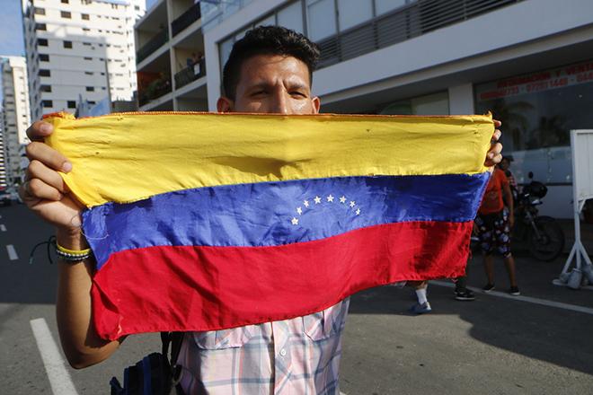 Βενεζουέλα: Καταστολή του «πραξικοπήματος» ανακοίνωσε ο Μαδούρο – Nέο κάλεσμα Γκουαϊδό για εξέγερση