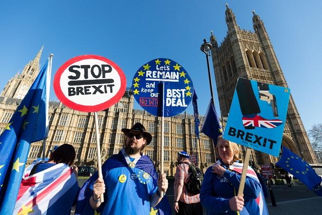 Περισσότεροι από 3 εκατομμύρια Βρετανοί ζητούν από την κυβέρνηση να ακυρωθεί το Brexit