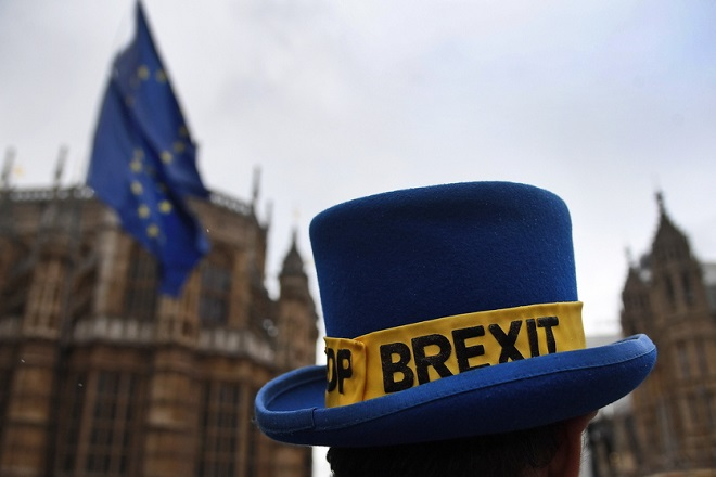 epa07404323 Anti-Brexit protesters gather outside parliament in London, Britain, 28 February 2019. Britain's Prime Minister Theresa May is to hold a Meaningful vote on Brexit at parliament on 12 March 2019.  EPA/ANDY RAIN