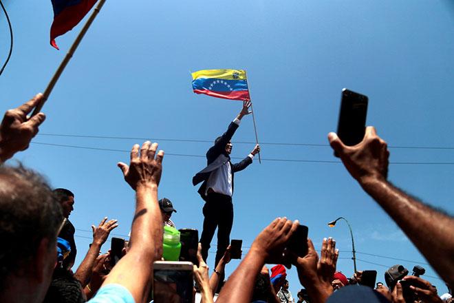 Στη Βενεζουέλα επέστρεψε ο Χουάν Γκουαϊδό αψηφώντας την απειλή της σύλληψης