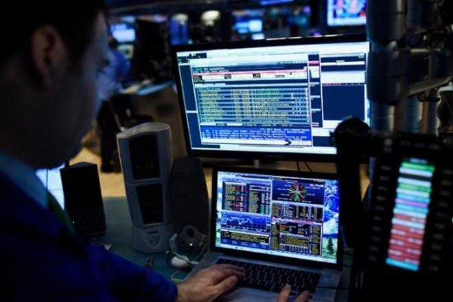 Δεκαετές ομόλογο: «Κλείδωσε» στο 3,9% το επιτόκιο – 2,5 δισ. ευρώ άντλησε το ελληνικό Δημόσιο