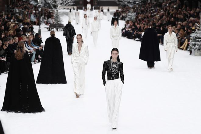 Ο όμιλος Chanel αναστέλλει την παραγωγή του σε Γαλλία, Ελβετία και Ιταλία λόγω κορωνοϊού