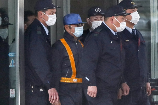 epa07416450 A group of Tokyo Detention Center guards walk with a man purportedly identified as former Nissan Motor CEO Carlos Ghosn (2-L) as they leave the detention center in Tokyo, Japan, 06 March 2019. The former Nissan and Renault chairman was accused by Japanese authorities of under-reporting his income by tens of millions of dollars and aggravated breach of trust. It is expected Ghosn will be released after Tokyo District Court granted him bail on 05 March.  EPA/KIMIMASA MAYAMA