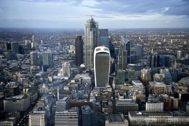 Οι πέντε πλουσιότερες οικογένειες της Βρετανίας έχουν μεγαλύτερη περιουσία από 13,2 εκατομμύρια πολίτες