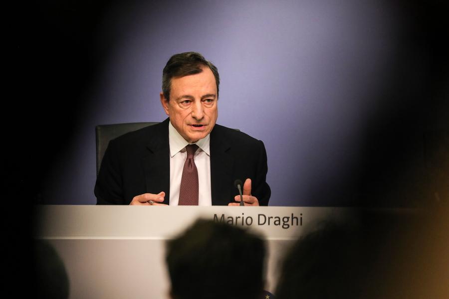 «Παράθυρο» για νέο πρόγραμμα ποσοτικής χαλάρωσης άνοιξε ο Ντράγκι