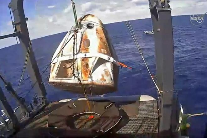 To Crew Dragon της SpaceX επέστρεψε στη Γη και το μέλλον των επανδρωμένων αποστολών στο διάστημα είναι πιο κοντά από ποτέ