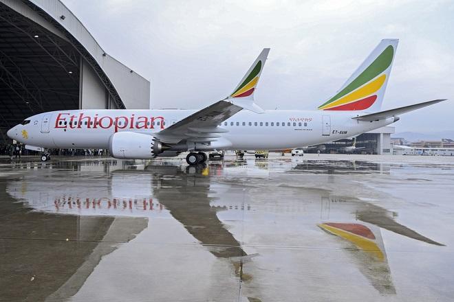 «Βουτιά» των μετοχών της Boeing μετά το δυστύχημα- Δεν θα δωθούν οδηγίες για τα 737 ΜΑΧ 8