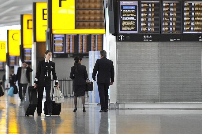 Αιφνίδια απόφαση της Βρετανίας να επιβάλει καραντίνα στους ταξιδιώτες από την Ισπανία