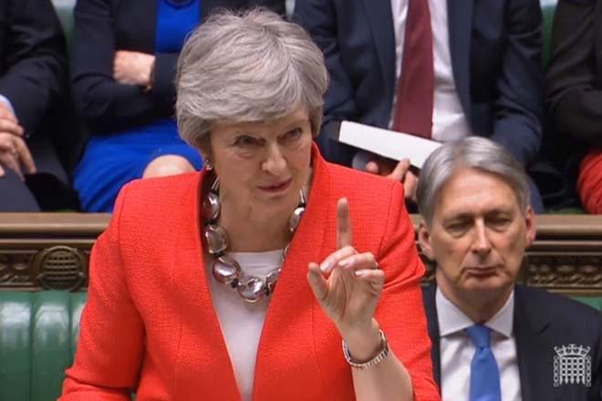 Μέι προς όλους: Brexit με συμφωνία ή ακύρωσή του