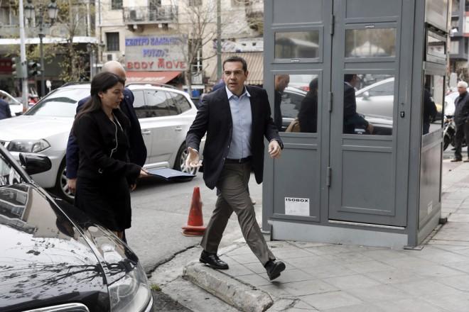 Ο πρωθυπουργός Αλέξης Τσίπρας (Δ) προσέρχεται στα γραφεία του ΣΥΡΙΖΑ όπου θα συνεδριάσει η Πολιτική Γραμματεία, με θέμα την προετοιμασία για τις ευρωεκλογές, Τρίτη 12 Μαρτίου 2019. ΑΠΕ-ΜΠΕ / ΑΠΕ-ΜΠΕ / ΑΛΕΞΑΝΔΡΟΣ ΒΛΑΧΟΣ