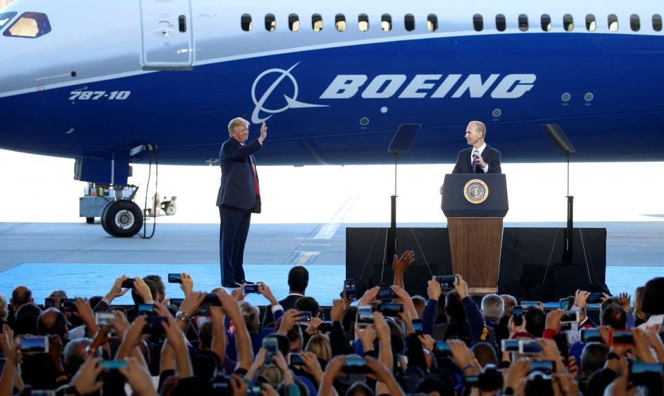 Η Βoeing, οι μεγάλες απώλειες και οι στενές…σχέσεις με τον Ντόναλντ Τραμπ